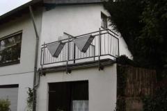 Geländer mit Dreiecks- Blumenkistenhaltern