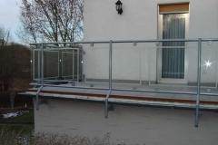 Geländer mit durchsichtiger Glasfüllung in feuerverzinkt