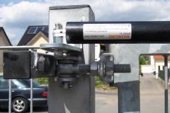 Detail eines automatischen Türschließers- einstellbar in Schließgeschwindigkeit und in der Schließkraft - damit geht das Tor leise und zuverlässig zu - Verletzungsgefahren - insbesondere bei Kindern - werden dadurch minimiert