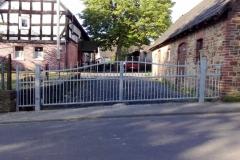 Duo verzinkt - glockenförmig - mit Kinderspitzen -der Geländeschräge angepasst