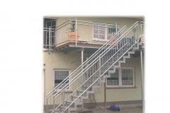 feuerverzinkte Terrasse - mit Treppe zum Garten