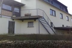 ein ausgebauter Raum benötigte einen Aufgang - dies wurde mit einer Terrassen-Treppenkonstruktion gelöst - den Platz an der Sonne inklusive!