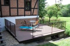 Anbau einer schlichten ebenen Terrasse