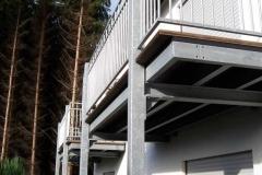 Anbau von zwei gleichen Terrassen an ein Wohnhaus - Belag Werzalit