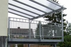 Anbau einer Terrassenanlage mit einem harmonisch angepassten Überdach