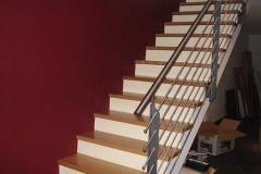 Innentreppe gerade in Edelstahl- /Stahloptik mit aufgesetzten Buchestufen